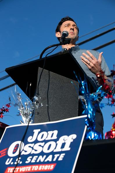 Jessica McGowan「Reverend Warnock And Jon Ossoff Campaign For Georgia Runoff Senate Elections」:写真・画像(11)[壁紙.com]