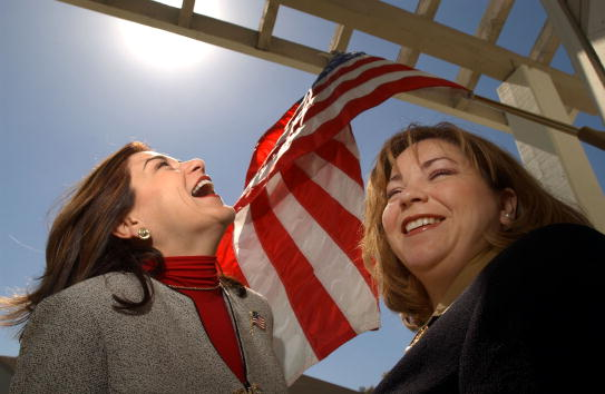 David McNew「Sanchez Sisters May Become First Sister Reps」:写真・画像(5)[壁紙.com]