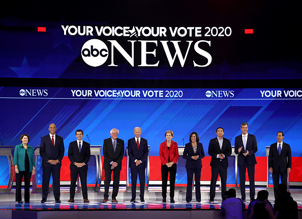 民主主義「Democratic Presidential Candidates Participate In Third Debate In Houston」:写真・画像(13)[壁紙.com]