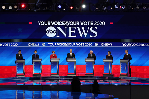 Manchester - New Hampshire「Democratic Presidential Candidates Debate In New Hampshire Ahead Of First Primary Contest」:写真・画像(14)[壁紙.com]
