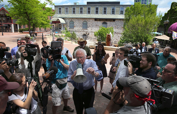 US Democratic Party 2016 Presidential Candidate「Bernie Sanders Hits Campaign Trail In New Hampshire」:写真・画像(2)[壁紙.com]