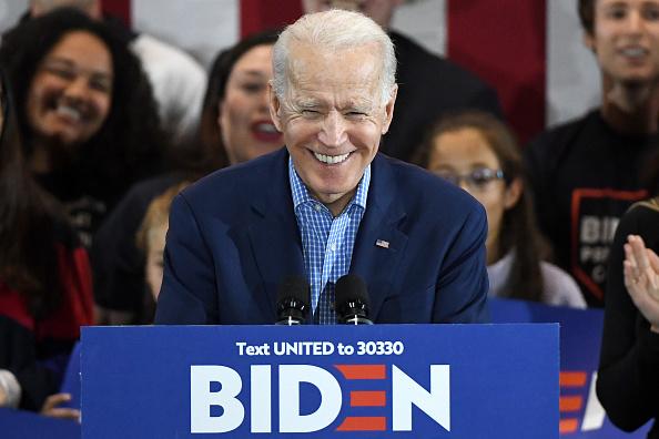Smiling「Presidential Candidate Joe Biden Holds Caucus Day Event In Las Vegas」:写真・画像(16)[壁紙.com]