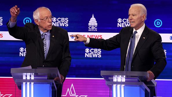 討論「Democratic Presidential Candidates Debate In Charleston Ahead Of SC Primary」:写真・画像(10)[壁紙.com]