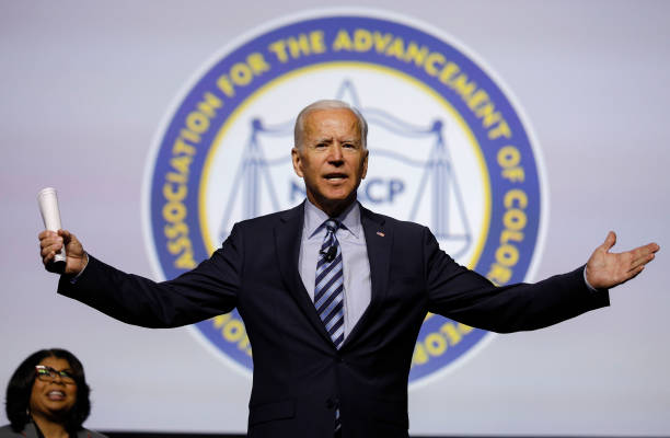 Lawmakers And Presidential Candidates Attend NAACP National Convention:ニュース(壁紙.com)
