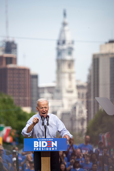 縦位置「Joe Biden Holds Official Presidential Campaign Kickoff Rally In Philadelphia」:写真・画像(17)[壁紙.com]