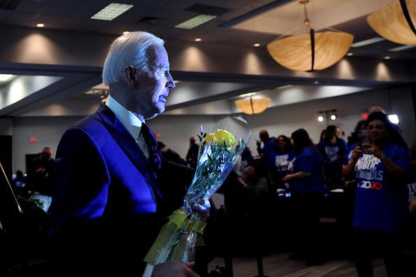Incidental People「Democratic Presidential Candidates Participate In Iowa State Educators Forum」:写真・画像(15)[壁紙.com]