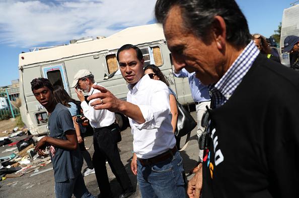 Recreational Pursuit「Democratic Presidential Candidate Julian Castro Campaigns In Oakland, CA」:写真・画像(7)[壁紙.com]