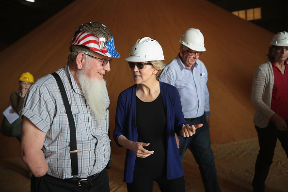 Ethanol「Presidential Candidate Elizabeth Warren Tours Iowa Ethanol Facility」:写真・画像(7)[壁紙.com]