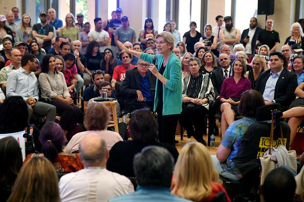 Ethan Miller「Presidential Candidate Sen. Elizabeth Warren Participates In Las Vegas Community Conversation」:写真・画像(10)[壁紙.com]