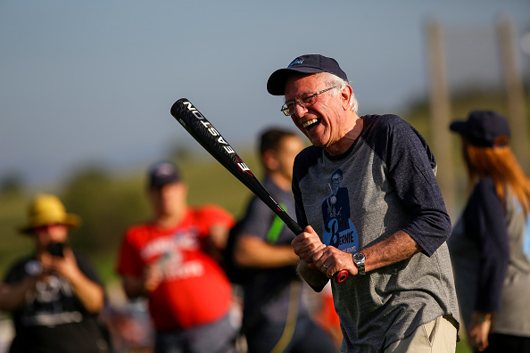 """Sport「Bernie Sanders Joins Press And Campaign Staff For Softball In """"Field Of Dreams""""」:写真・画像(15)[壁紙.com]"""