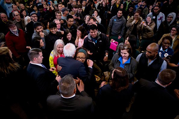 2016 United States Presidential Election「Democratic Presidential Candidate Bernie Sanders Campaigns In New York City」:写真・画像(14)[壁紙.com]