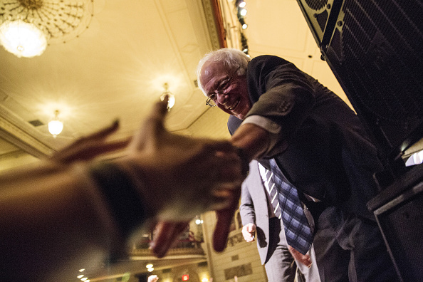 Finance and Economy「Democratic Presidential Candidate Bernie Sanders Gives Major Policy Address On Wall Street Reform」:写真・画像(7)[壁紙.com]