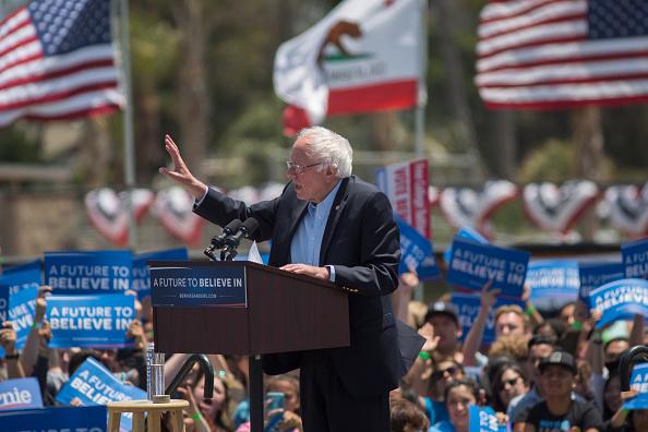 David McNew「Bernie Sanders Holds Campaign Rally In Ventura, CA」:写真・画像(6)[壁紙.com]