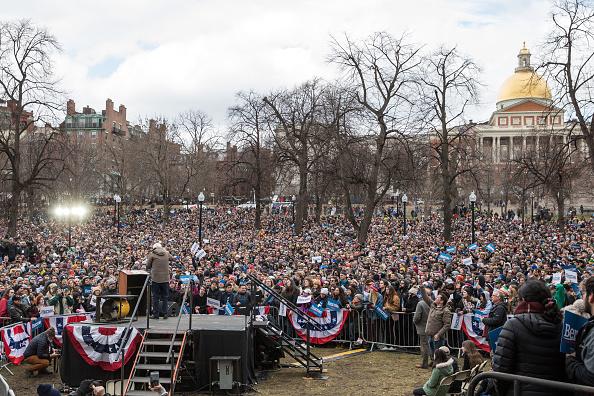 Scott Eisen「Presidential Candidate Bernie Sanders Holds Campaign Rally In Boston」:写真・画像(16)[壁紙.com]