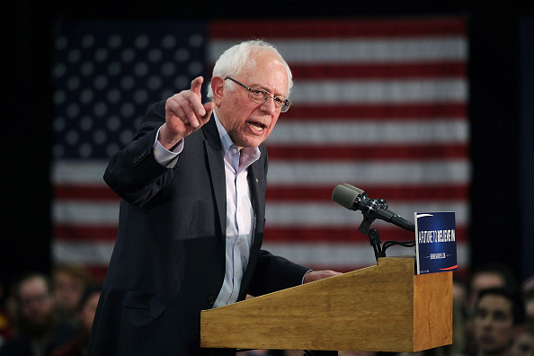 Bernie Sanders「Bernie Sanders Campaigns Across Iowa Ahead Of Caucuses」:写真・画像(1)[壁紙.com]