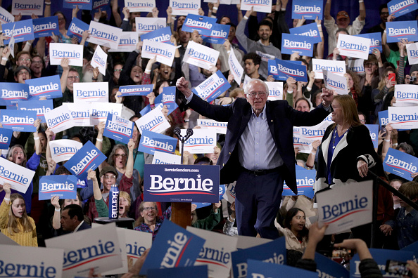 Wooden Post「Presidential Candidate Bernie Sanders Holds Super Tuesday Night Rally In Vermont」:写真・画像(3)[壁紙.com]