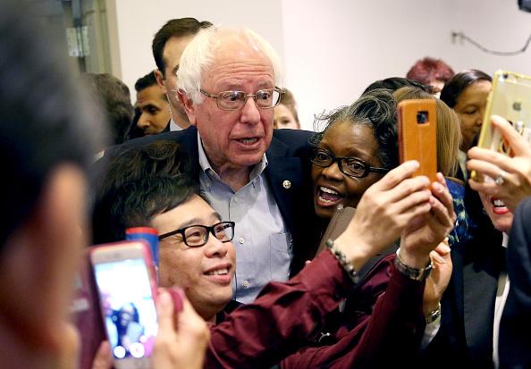 ネバダ州「Democratic Presidential Candidate Bernie Sanders Campaigns In Nevada Ahead Of State's Caucus」:写真・画像(16)[壁紙.com]