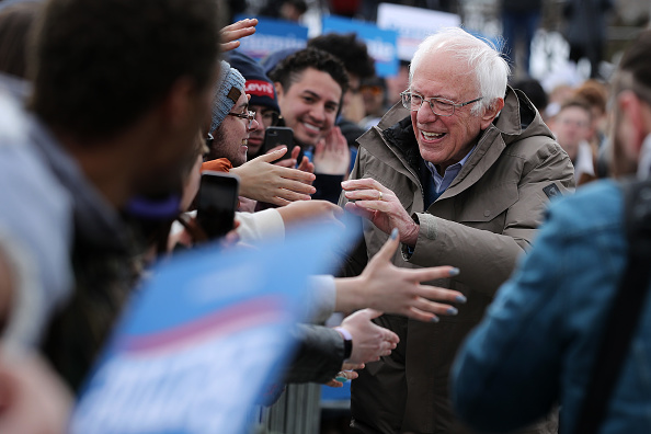 Decisions「Presidential Candidate Bernie Sanders Campaigns Across U.S. Ahead Of Super Tuesday」:写真・画像(3)[壁紙.com]