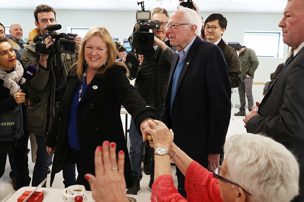 Super Tuesday「Presidential Candidate Bernie Sanders Votes In Vermont Primary On Super Tuesday」:写真・画像(3)[壁紙.com]
