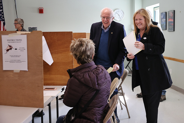 Super Tuesday「Presidential Candidate Bernie Sanders Votes In Vermont Primary On Super Tuesday」:写真・画像(19)[壁紙.com]