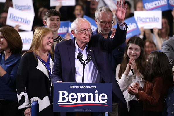 Wooden Post「Presidential Candidate Bernie Sanders Holds Super Tuesday Night Rally In Vermont」:写真・画像(2)[壁紙.com]