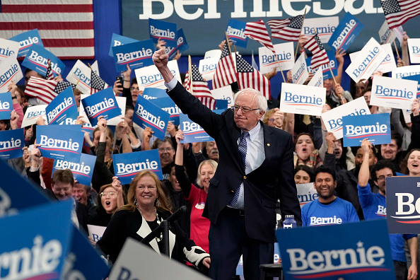 Manchester - New Hampshire「Presidential Candidate Bernie Sanders Holds NH Primary Night Event In Manchester」:写真・画像(13)[壁紙.com]