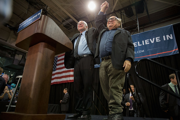US Democratic Party 2016 Presidential Candidate「Bernie Sanders Holds Campaign Rally At St. Louis Area High School」:写真・画像(19)[壁紙.com]