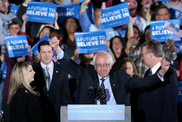 Win McNamee「Democratic presidential candidate, Sen. Bernie Sanders Holds NH Primary Night Gathering」:写真・画像(1)[壁紙.com]