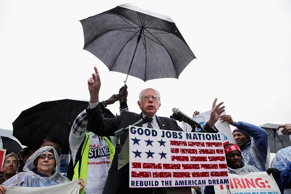 Employment And Labor「Sen. Bernie Sanders Joins Activists Demonstrating For Higher Wages For Restaurant Workers」:写真・画像(6)[壁紙.com]