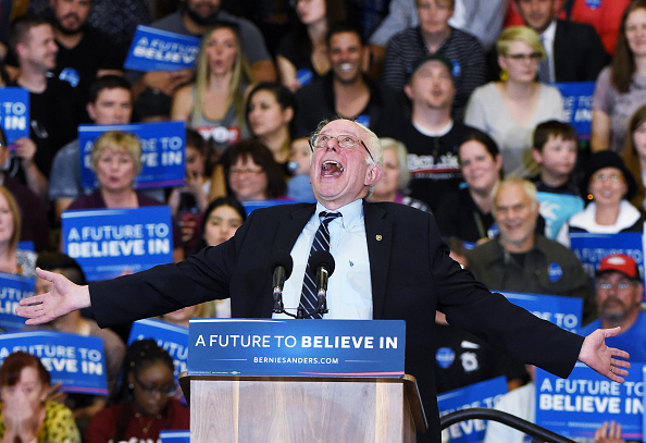 ネバダ州「Democratic Presidential Candidate Bernie Sanders Campaigns In Las Vegas」:写真・画像(6)[壁紙.com]