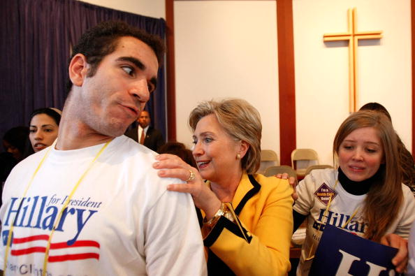 Support「Clinton Campaigns In South Carolina Ahead Of Primary」:写真・画像(6)[壁紙.com]