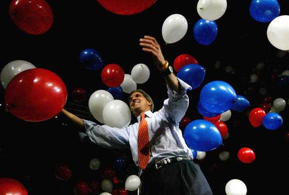 Justin Sullivan「Kerry Campaigns In Ohio And Wisconsin」:写真・画像(19)[壁紙.com]