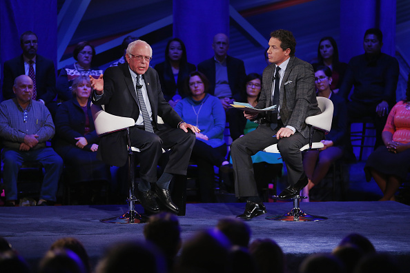 Town Hall「Democratic Presidential Candidates Participate In Town Hall Meeting In Iowa」:写真・画像(2)[壁紙.com]