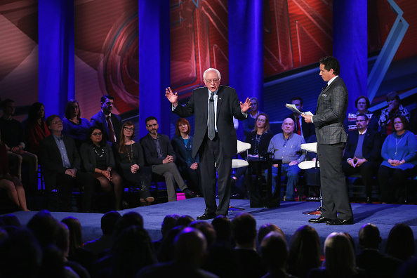 Town Hall「Democratic Presidential Candidates Participate In Town Hall Meeting In Iowa」:写真・画像(8)[壁紙.com]