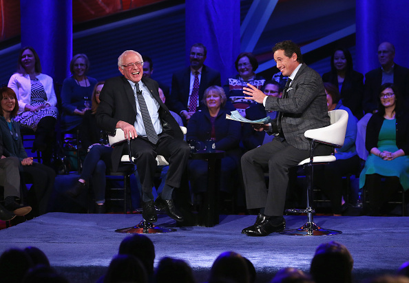 Town Hall「Democratic Presidential Candidates Participate In Town Hall Meeting In Iowa」:写真・画像(1)[壁紙.com]