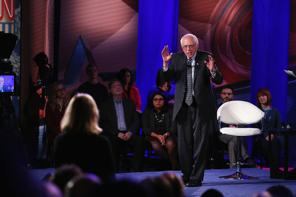 Town Hall「Democratic Presidential Candidates Participate In Town Hall Meeting In Iowa」:写真・画像(0)[壁紙.com]