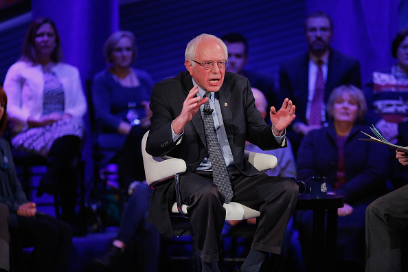 Town Hall「Democratic Presidential Candidates Participate In Town Hall Meeting In Iowa」:写真・画像(11)[壁紙.com]