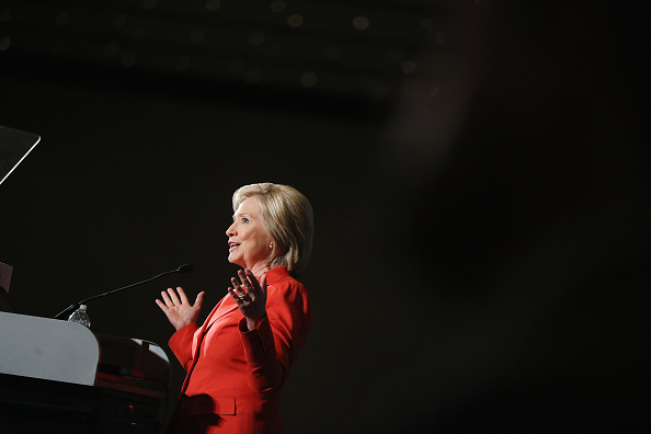 Guest「Democratic Presidential Hopefuls Attend Iowa Democratic Party Hall Of Fame Awards」:写真・画像(5)[壁紙.com]