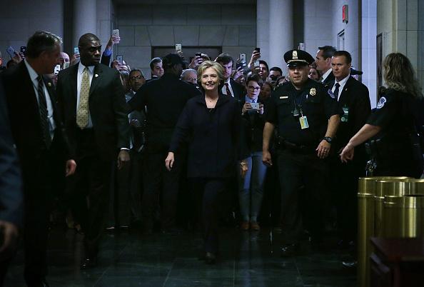 全身「Hillary Clinton Testifies Before House Select Committee On Benghazi Attacks」:写真・画像(6)[壁紙.com]