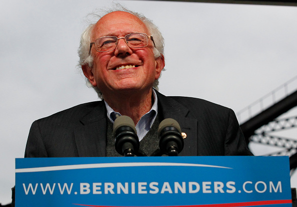 Smiling「Bernie Sanders Holds Election Night Rally In Louisville, Kentucky」:写真・画像(4)[壁紙.com]