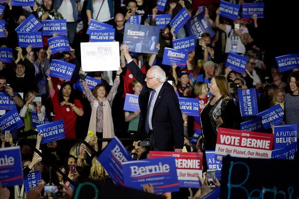 Gratitude「Democratic Presidential Candidate Bernie Sanders Holds Iowa Caucus Night Gathering」:写真・画像(3)[壁紙.com]