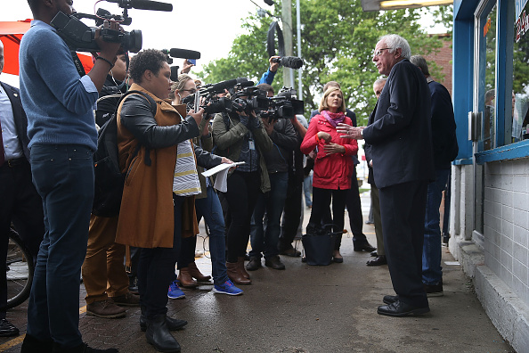 US Democratic Party 2016 Presidential Candidate「Bernie Sanders Campaigns In Indiana On Day Of State's Primary」:写真・画像(3)[壁紙.com]