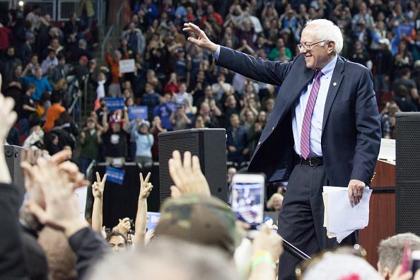 Matt Mills McKnight「Democratic Presidential Candidate Bernie Sanders Campaigns In Seattle, Washington」:写真・画像(16)[壁紙.com]