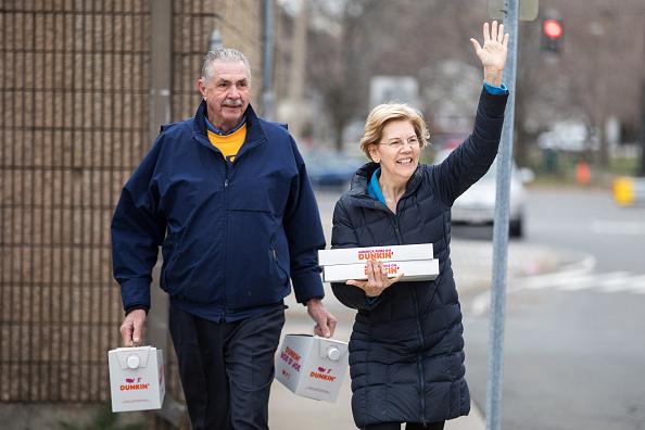 Scott Eisen「Democratic Presidential Candidate Elizabeth Warren Joins Picket Line With Striking Stop & Shop Workers In Somerville, Massachusetts」:写真・画像(19)[壁紙.com]