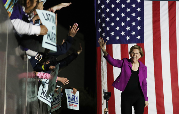 Super Tuesday「Democratic Presidential Candidate Elizabeth Warren Gives Campaign Speech In East Los Angeles Day Before Super Tuesday」:写真・画像(11)[壁紙.com]