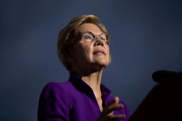 Elizabeth Warren「Elizabeth Warren Delivers Campaign Speech in NYC's Washington Square Park」:写真・画像(4)[壁紙.com]