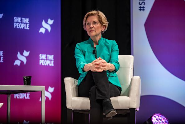 "Elizabeth Warren「Democratic Presidential Candidates  Attend ""She The People"" Forum In Houston」:写真・画像(17)[壁紙.com]"