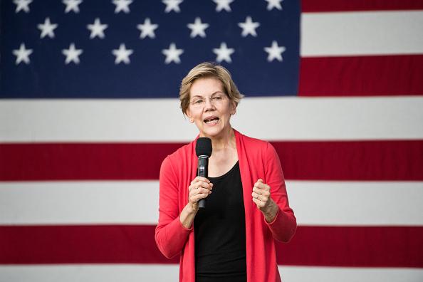Florence - South Carolina「Presidential Candidate Elizabeth Warren Holds A Town Hall In South Carolina」:写真・画像(6)[壁紙.com]