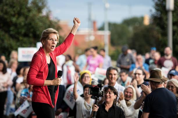 Presidential Candidate Elizabeth Warren Holds A Town Hall In South Carolina:ニュース(壁紙.com)