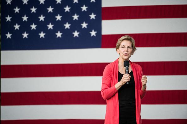 Florence - South Carolina「Presidential Candidate Elizabeth Warren Holds A Town Hall In South Carolina」:写真・画像(5)[壁紙.com]